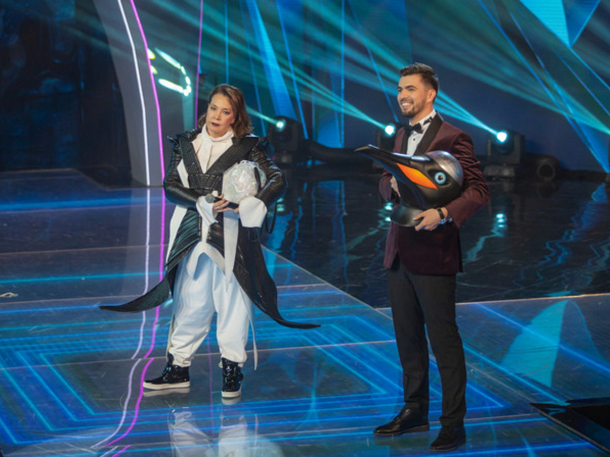 Певица Азиза, скрывавшаяся по маской Пингвина, со скандалом покинула шоу «Маска» на НТВ