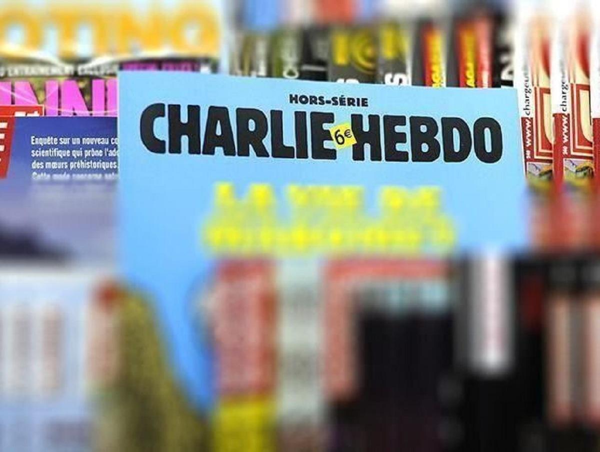 Charlie Hebdo показал обложку с Елизаветой II, душащей Меган Маркл