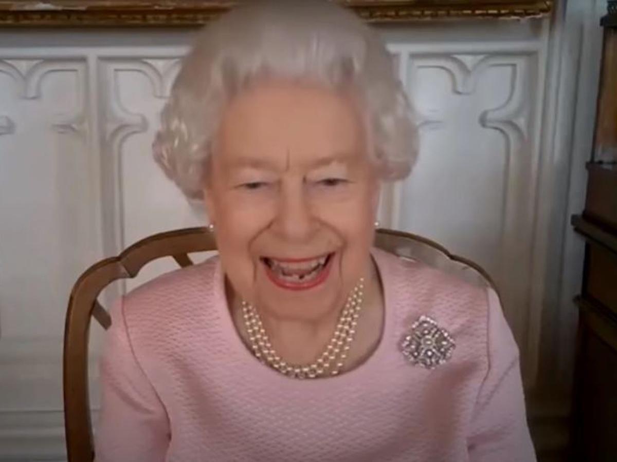 Елизавету II парализовало