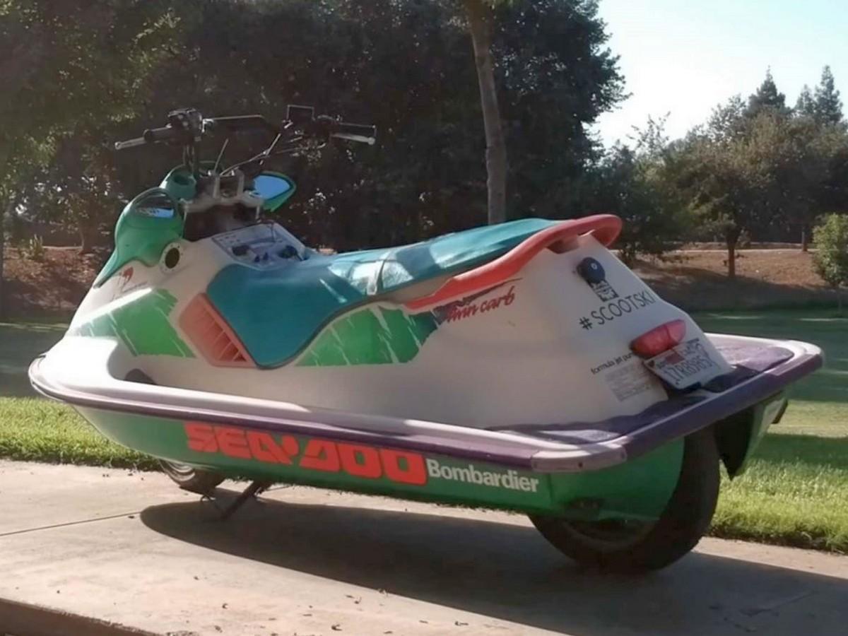 Американец устроил покатушки на водном мотоцикле по асфальту