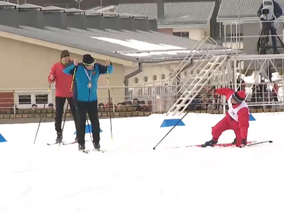 """""""Лыжники рушились, чтобы не обогнать гаранта"""": победа Лукашенко в лыжной эстафете рассмешила Сеть (ВИДЕО)"""