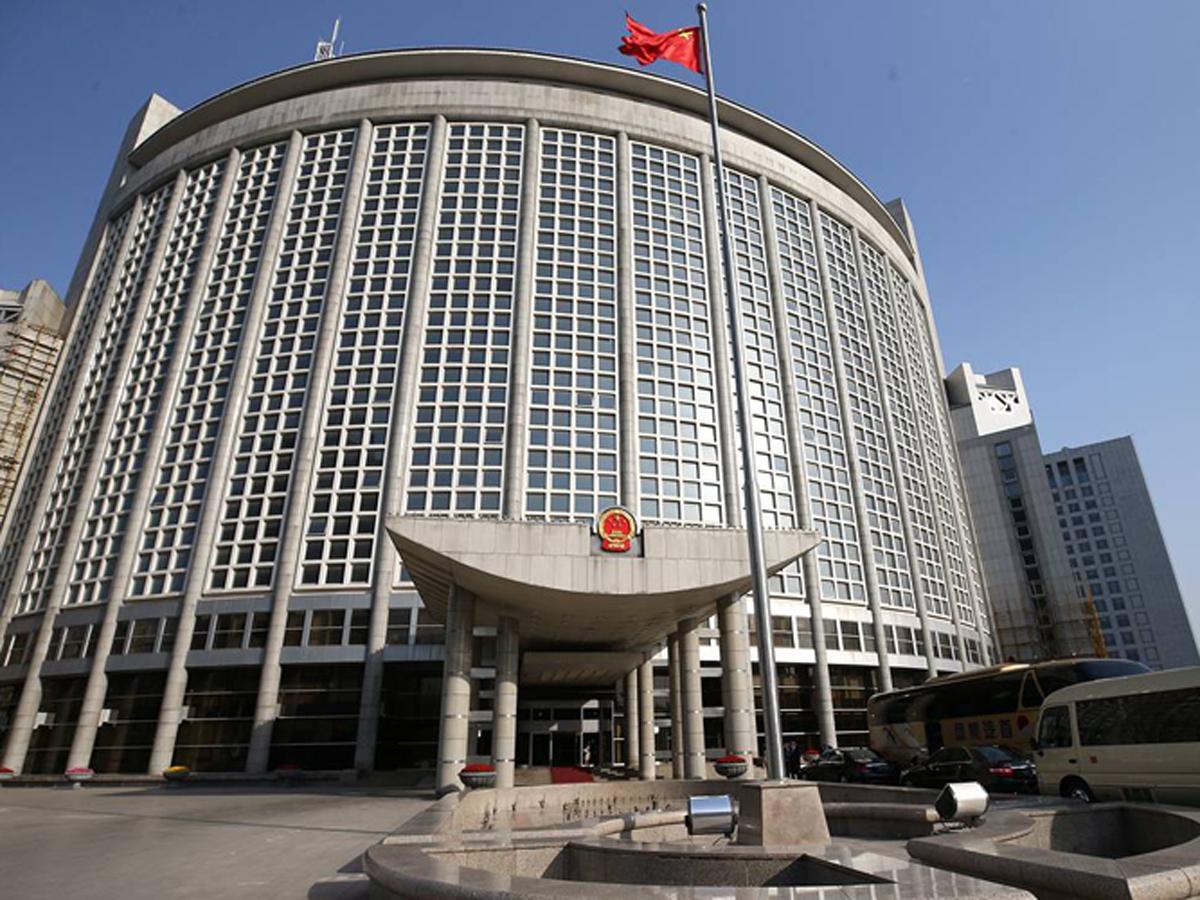МИД Китая назвал вмешательство ЕС и США в дела России недопустимым