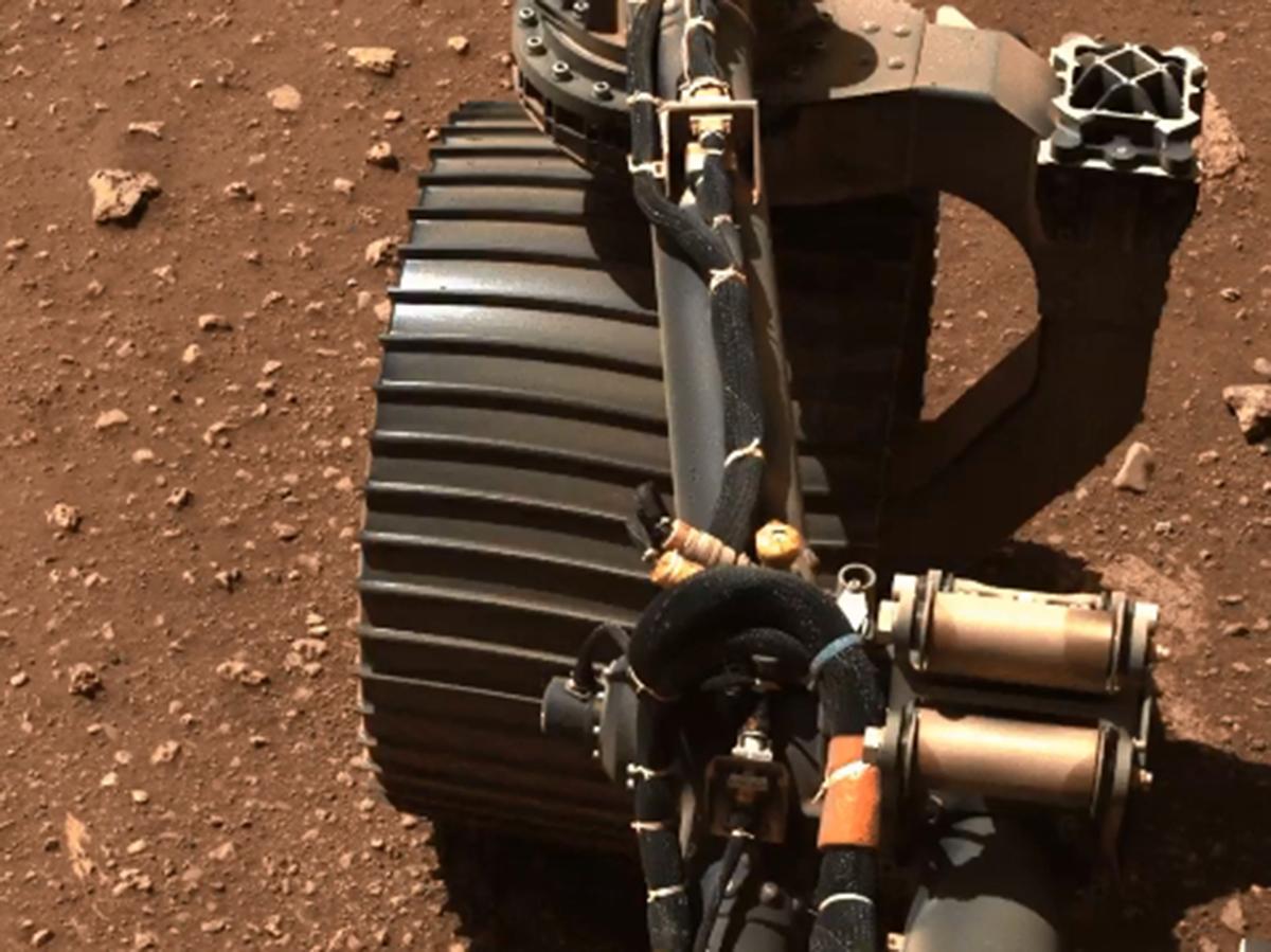 Ровер Perseverance проехал первые 6,5 метров по Марсу и показал, как шевелит колесами (ФОТО, ВИДЕО)