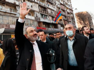 Пашинян намитинге попросил прощения заошибки Правительства Армении