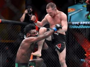 Петр Ян лишился пояса UFC в бою со Стерлингом