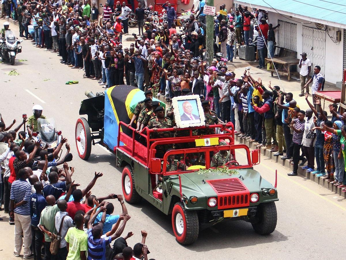 На похоронах президента Танзании, отрицавшего COVID-19, погибли 45 человек