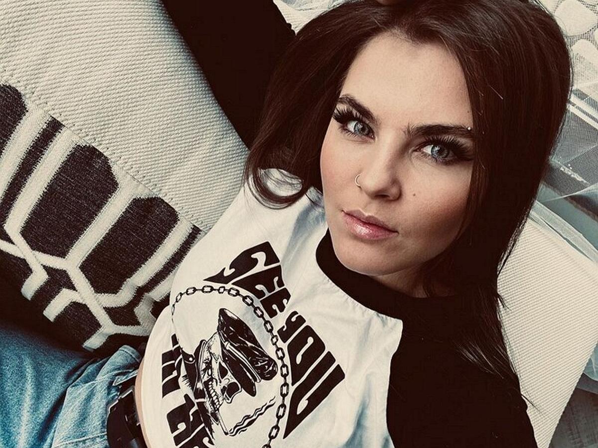 Солистка Little Big Софья Таюрская взбудоражила Сеть откровенным фото в бикини