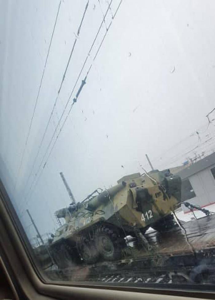 СМИ: Россия перебрасывает военную технику на границу с Украиной (ФОТО)