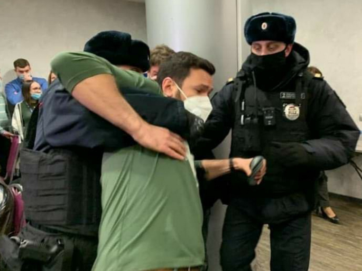 На форуме в Москве задержали Яшина и Ройзмана