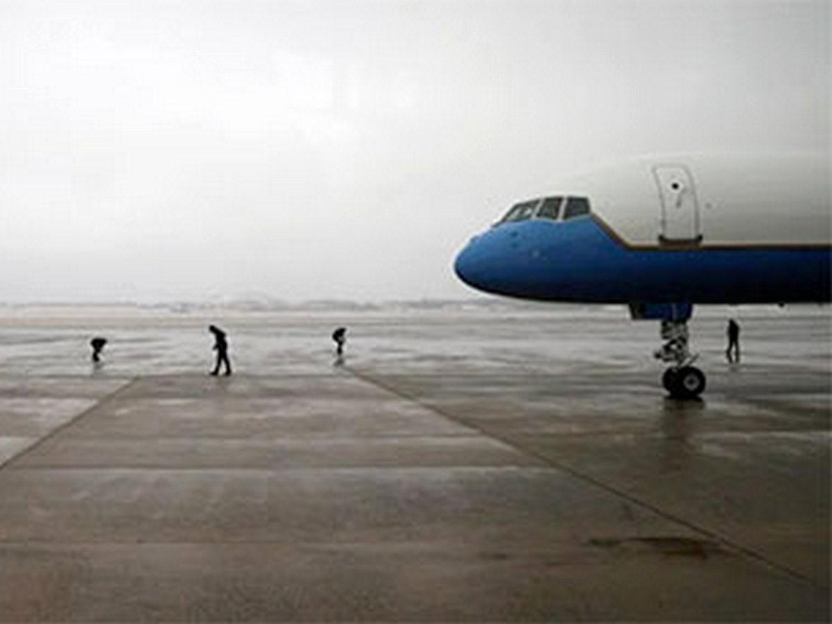 Бездомный пробрался на авиабазу, где стоял самолет президента и провел там 5 часов