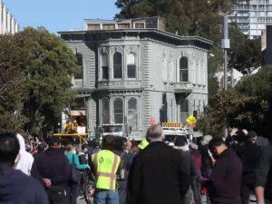 Особняк XIX века почти на километр передвинули в Сан-Франциско
