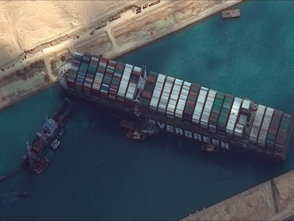Экономист о блокировке Суэцкого канала