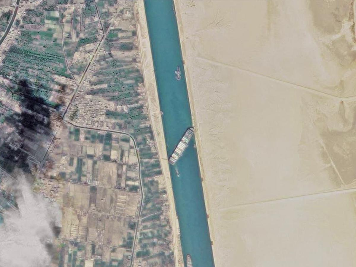 фото пробки Суэцкий канала спутник