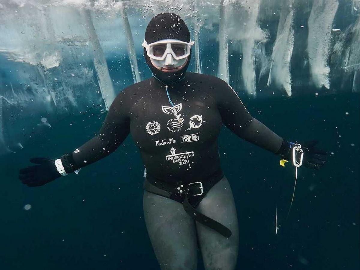 Россиянка достигла дна Байкала и установила мировой рекорд