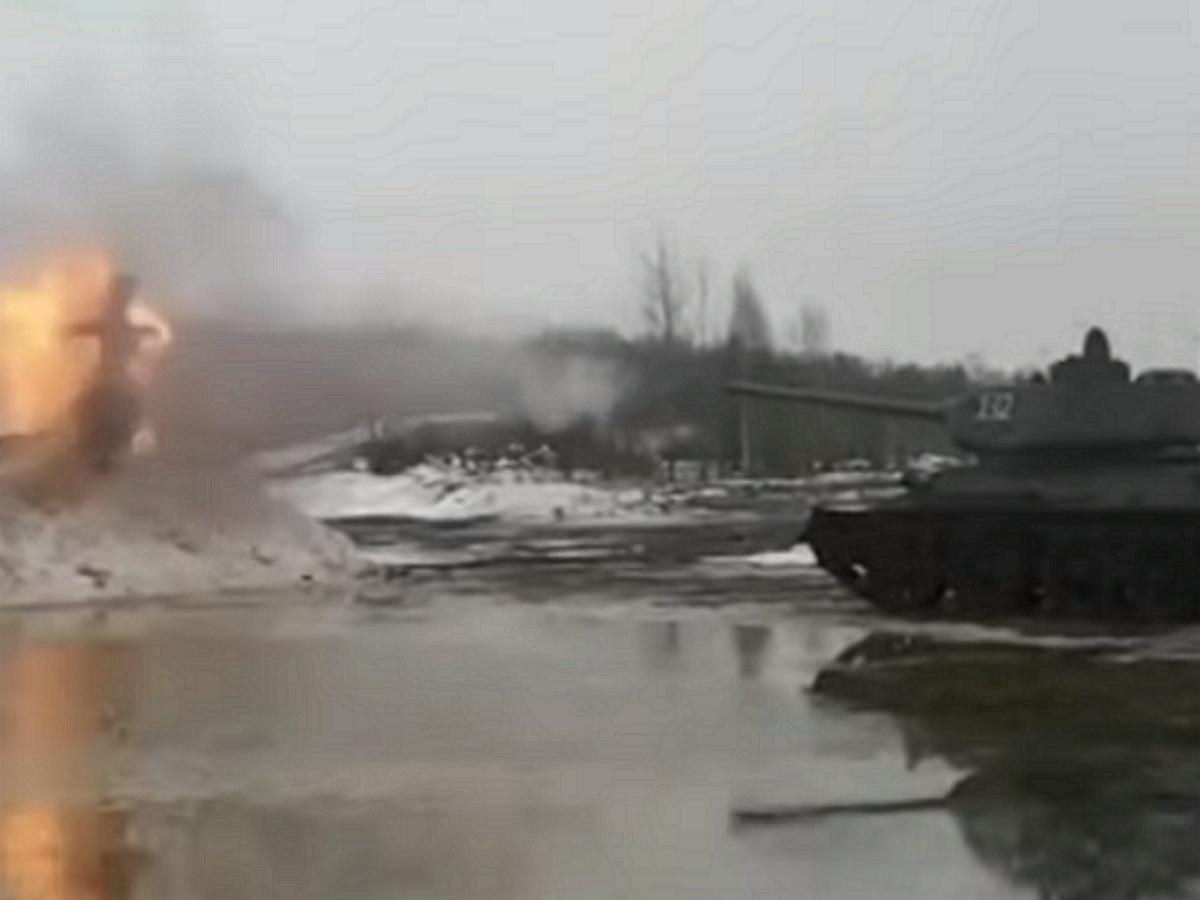 В Сети появилось видео расстрела из танка чучела Масленицы (ФОТО, ВИДЕО)