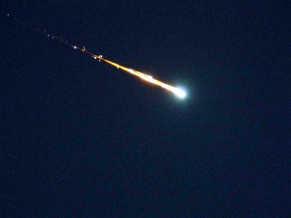 Полет метеорита над Британией сняли на видео
