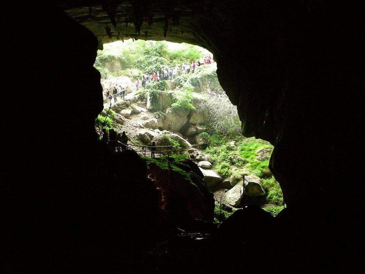 Добровольцы проведут в пещере более месяца без телефонов и света