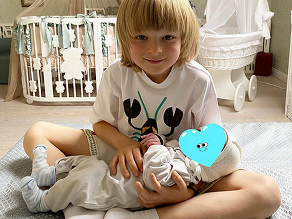 Яна Рудковская поделилась с поклонниками домашним видео с младшими сыновьями