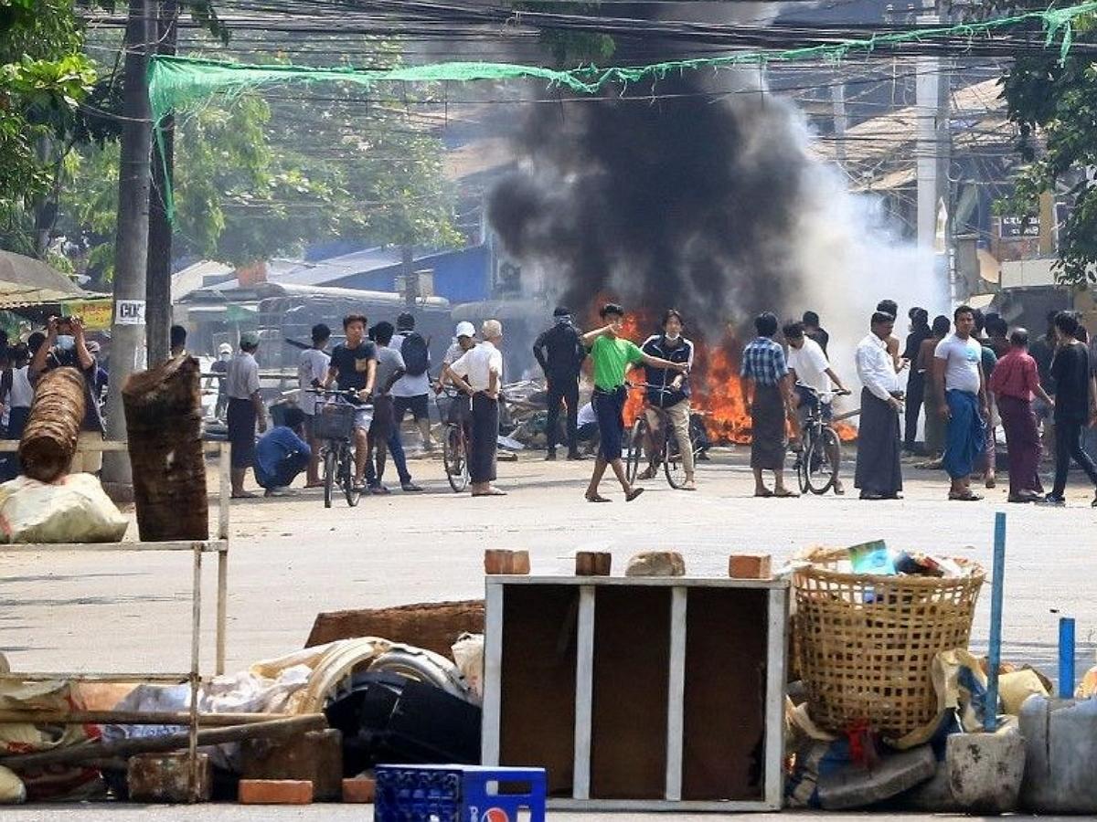 Жертвами разгона протестом в Мьянме стало не менее 100 человек, в том числе дети