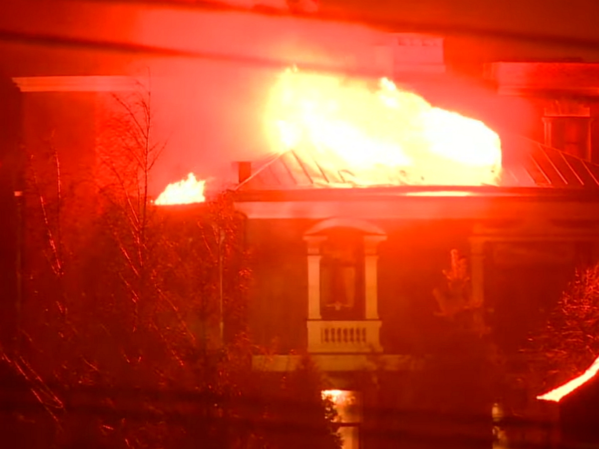 """Дом """"мытищенского стрелка"""" сгорел после обстрела изгранатомета: найдено его тело (ВИДЕО)"""