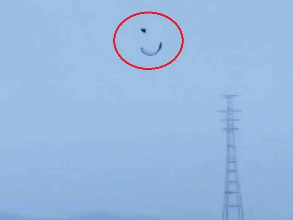 Экстремал на парашюте едва не разбился о маяк во Владивостоке