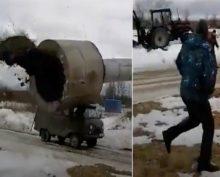 Эпическое падение водонапорной башни на УАЗ посмотрели более 22 тысяч пользователей