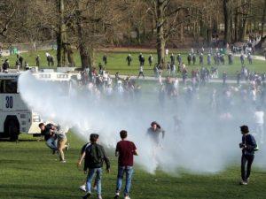 В Брюсселе тысячи людей пришли на концерт, который оказался первоапрельской шуткой