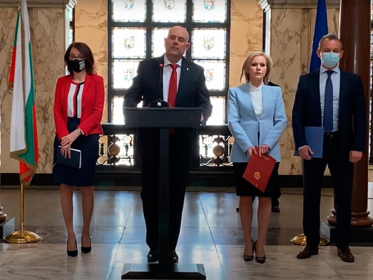 Болгария заподозрила шестерых россиян в причастности к взрывам на военных складах