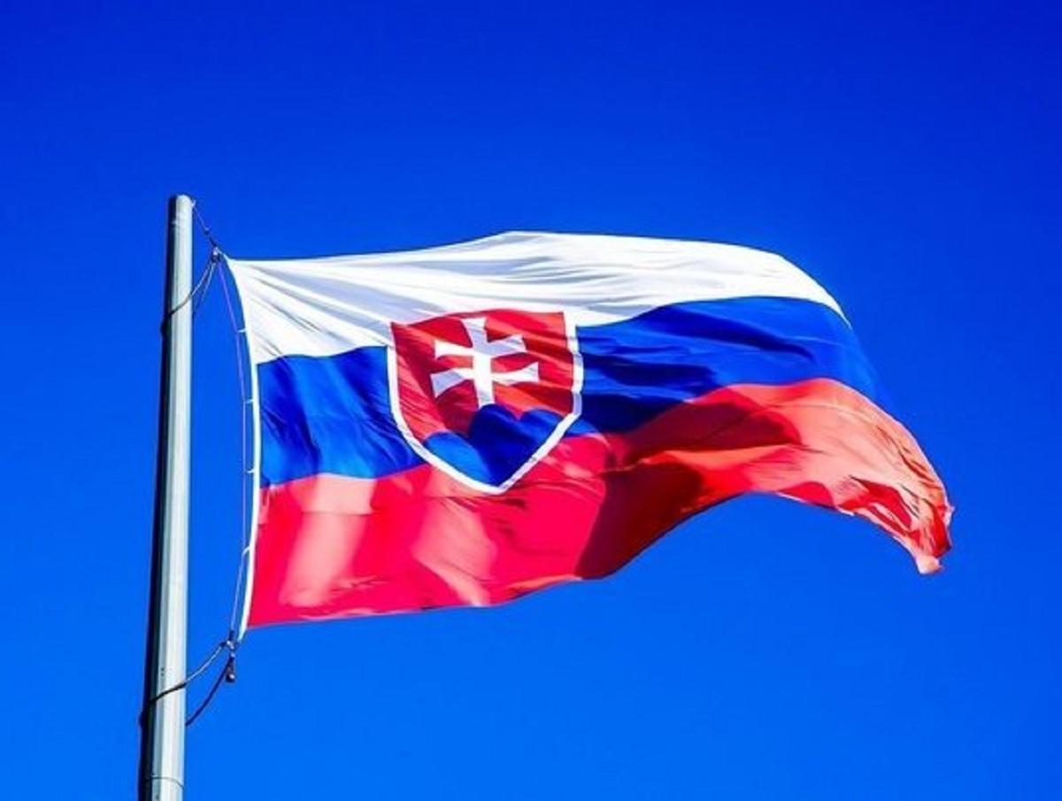 Россия высылает дипломатов стран Балтии и Словакии