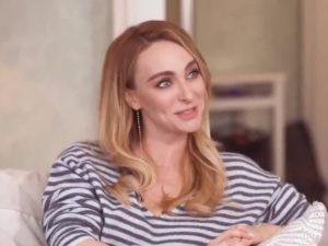 СМИ заподозрили Екатерину Варнаву с округлившимся животиком в беременности