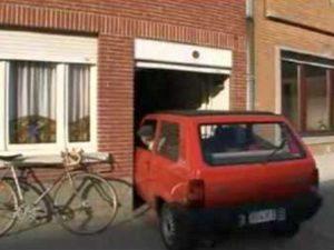 Видео парковки в самый узкий гараж в мире посмотрели 3, 5 млн человек