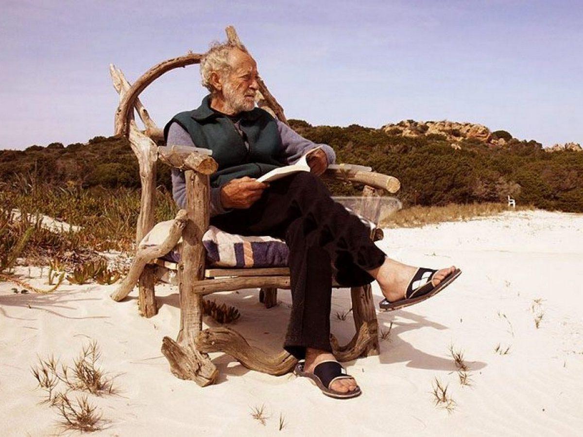 Современного Робинзона Крузо, прожившего на острове 30 лет, заставили переселиться в квартиру