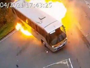 Авария с участием цистерновоза, автобуса и легковушки попала на видео