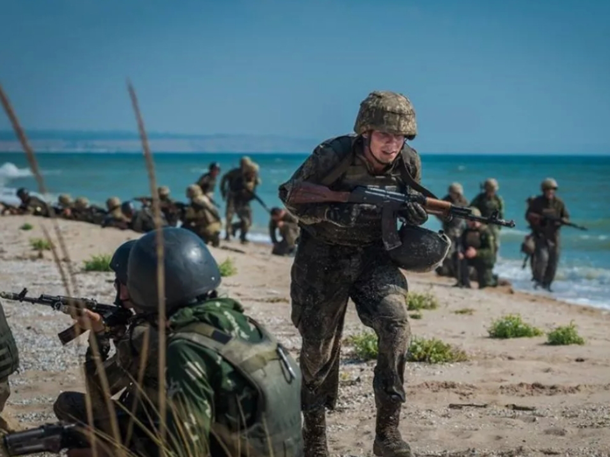 СМИ сообщили о массовом дезертирстве бойцов морской пехоты ВСУ из-за войск РФ на границе с Донбассом