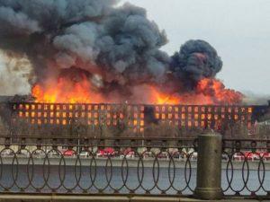 Мощный пожар на фабрике «Невская мануфактура»: один пожарный погиб, двое пострадали