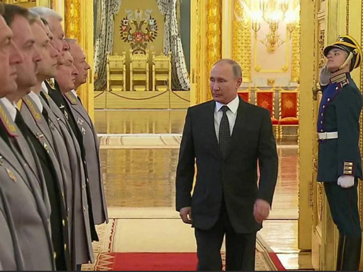 """""""Путин ослаб"""": экс-полковник ФСБ объяснил отставку сразу пяти генералов Росгвардии"""