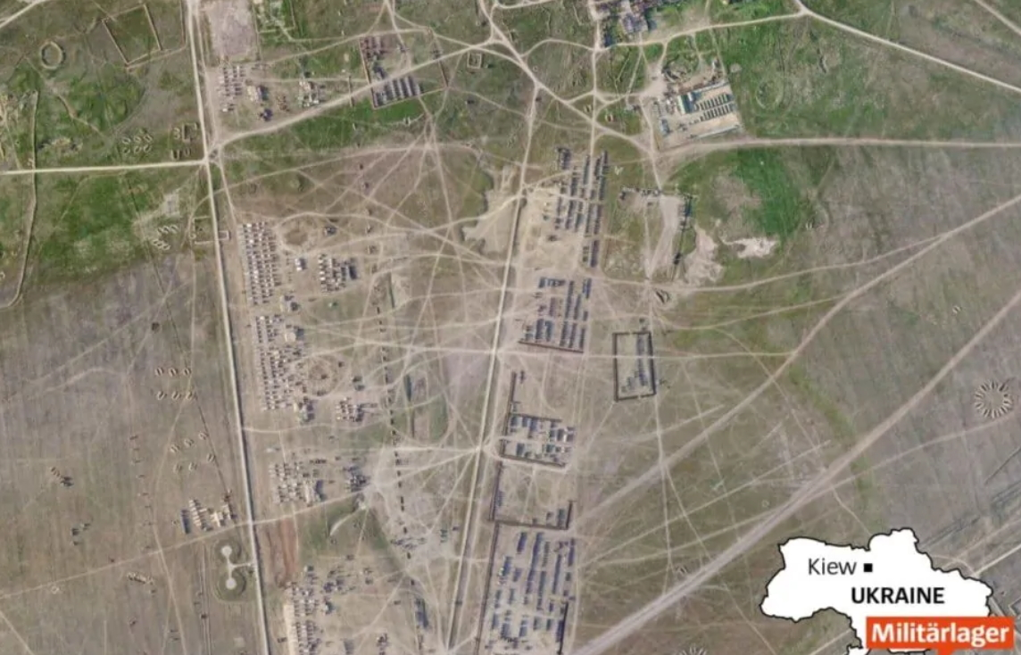 Der Spiegel опубликовал спутниковые фото лагеря ВС РФ в Крыму: тысячи единиц техники и до 60 тыс. военных (ФОТО)