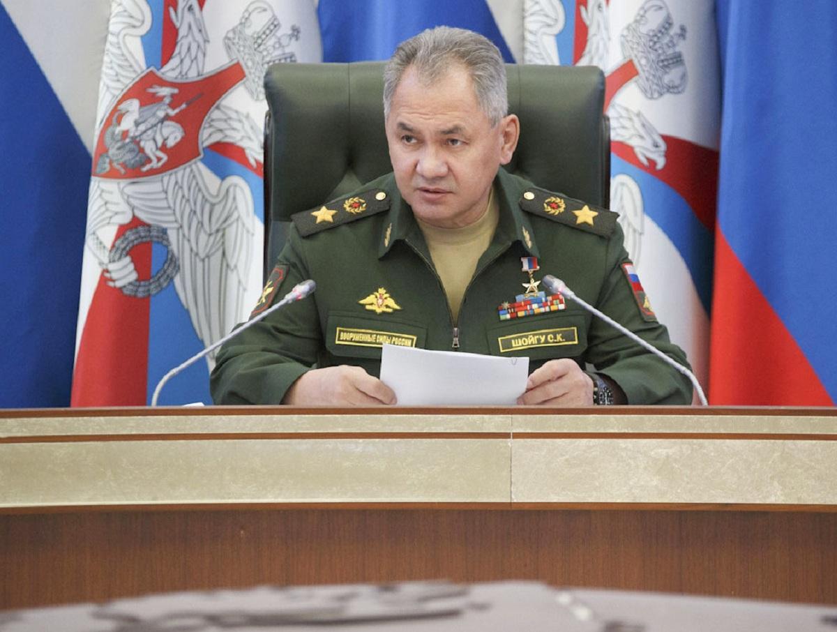 Шойгу рассказал о переброске 40 тысяч военных НАТО к границам России