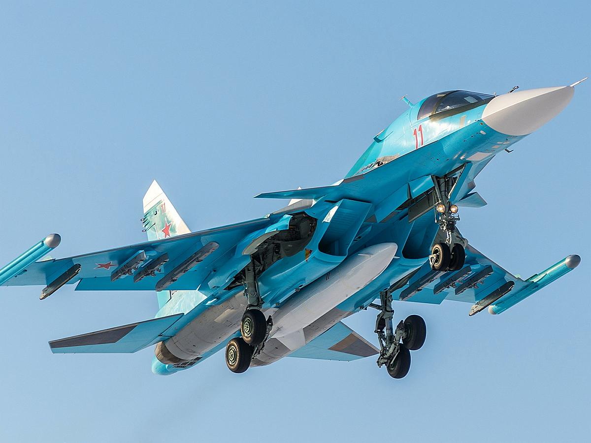 Фото Су-34 с 10 термоядерными бомбами поразило Сеть