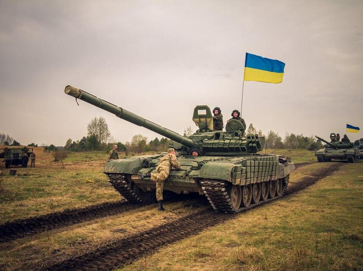 СМИ узнали о переброске в Донбасс еще не менее 42 танков ВСУ