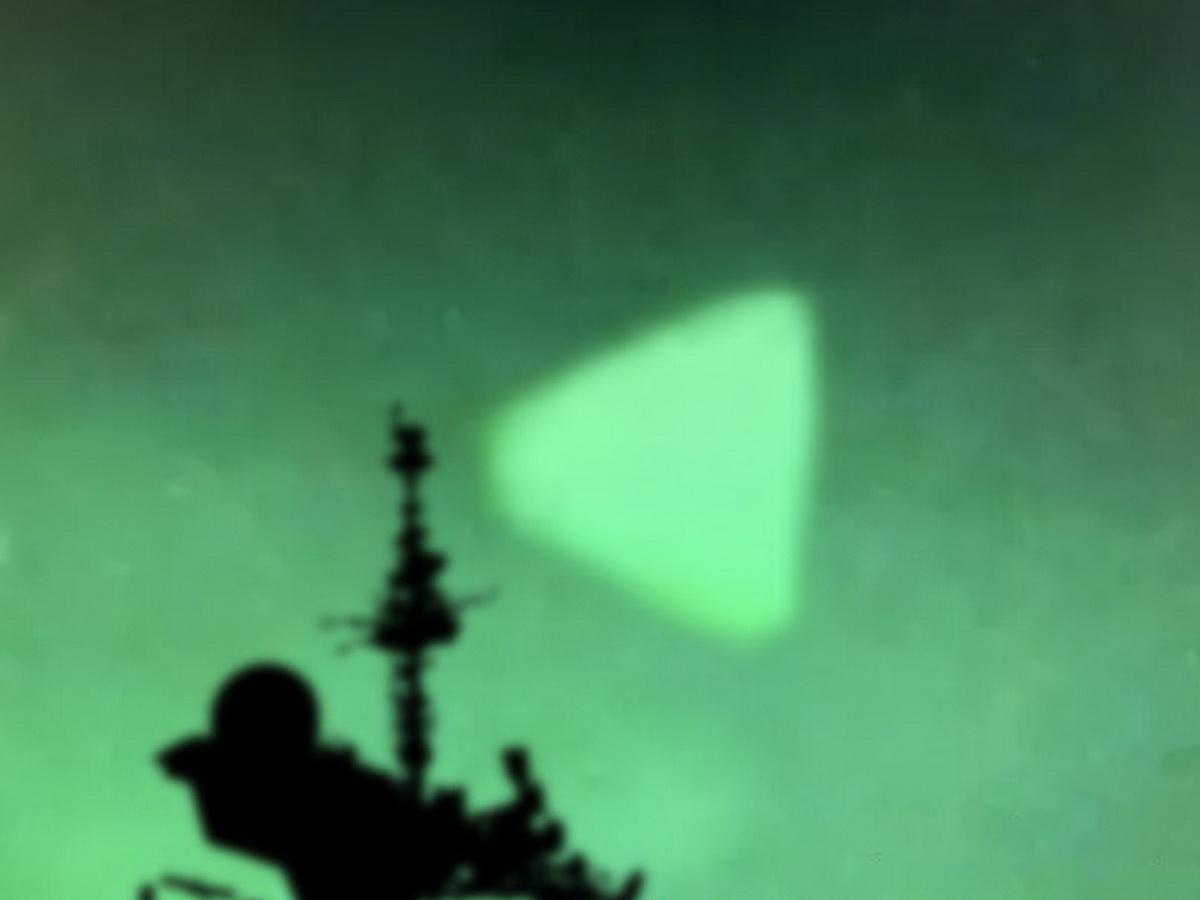 В Пентагоне подтвердили подлинность видео НЛО над эсминцами США (ВИДЕО)
