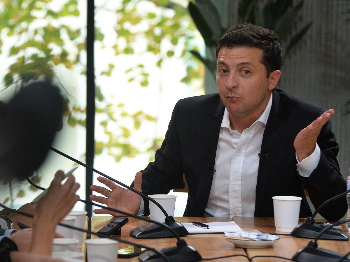 """Политолог: Зеленский получил """"выговор"""" от Байдена во время телефонного разговора"""