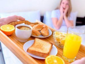 Диетологи назвали продукты, опасные для голодного желудка