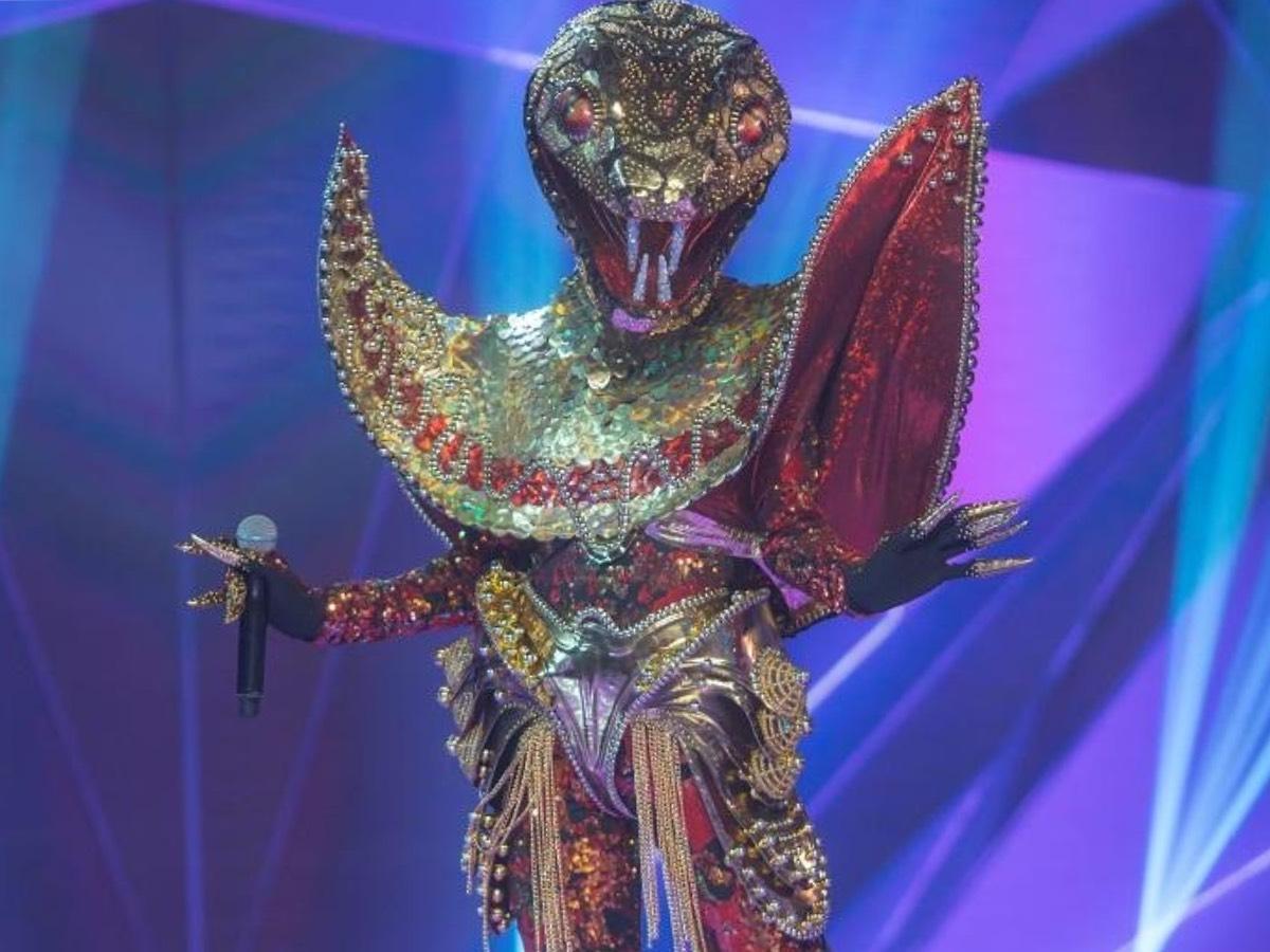 Юлия Паршута в образе Змеи в шоу Маска