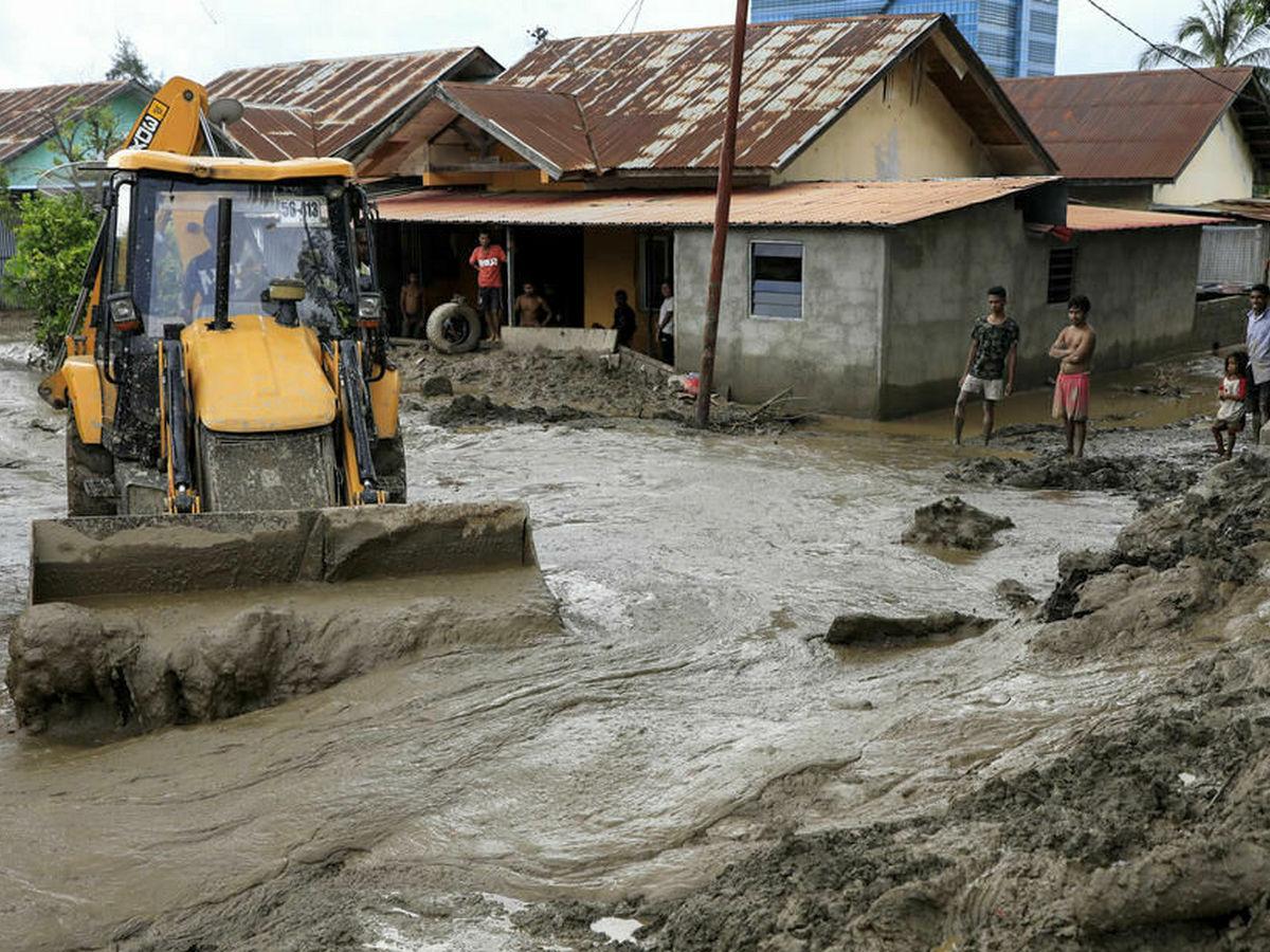 Сильные ливни в Индонезии вызвали серию оползней и селей: есть жертвы