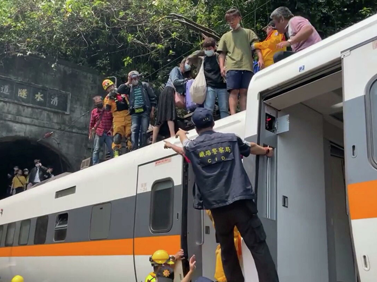 крушение поезда Тайвань 40 погибших