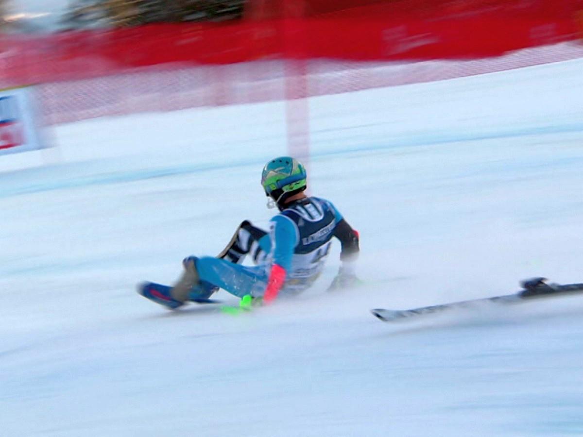 Горнолыжник собрал более 70 тысяч просмотров, потеряв лыжи на склоне