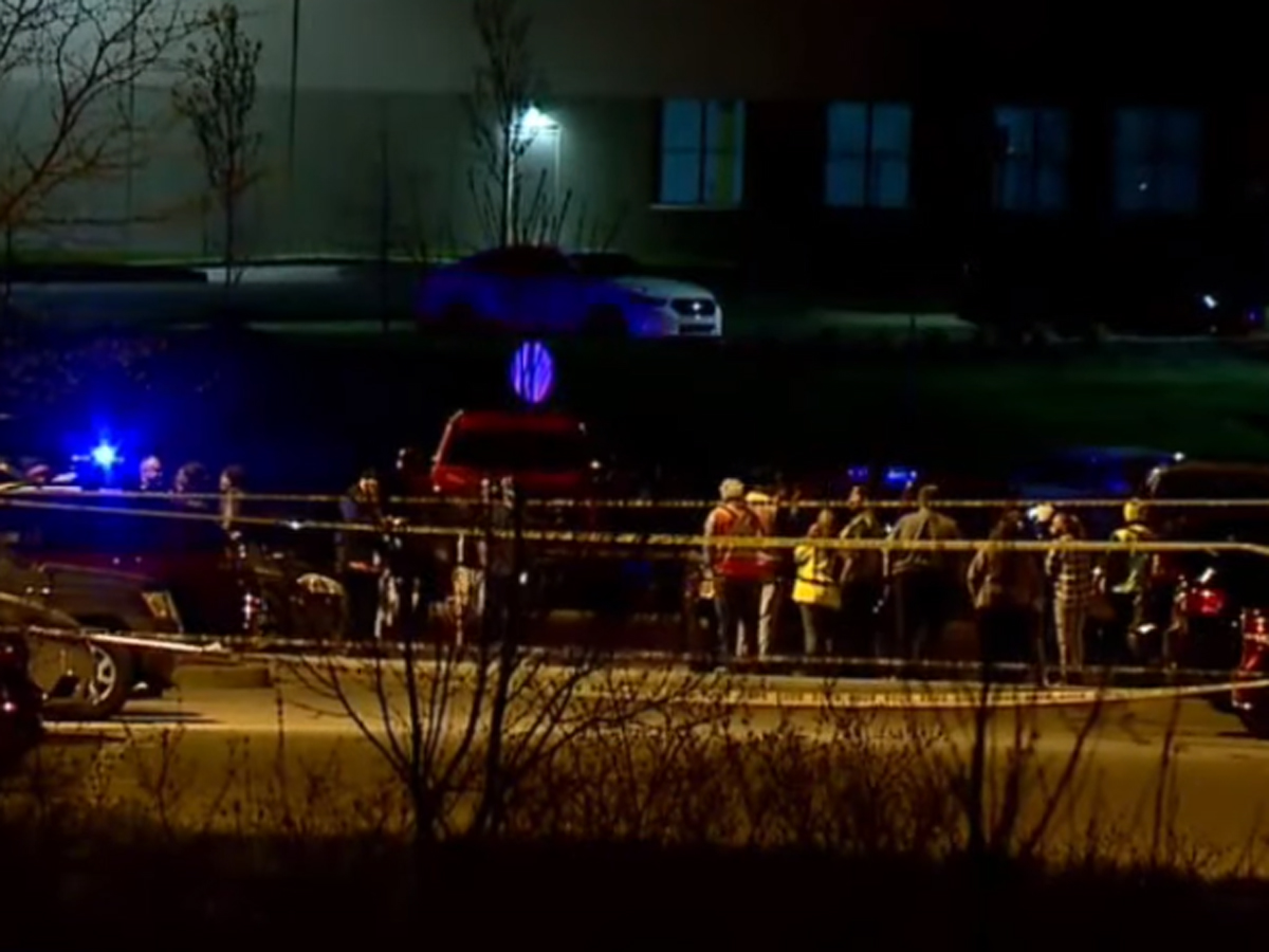 обстрел людей на складе в Индианаполисе