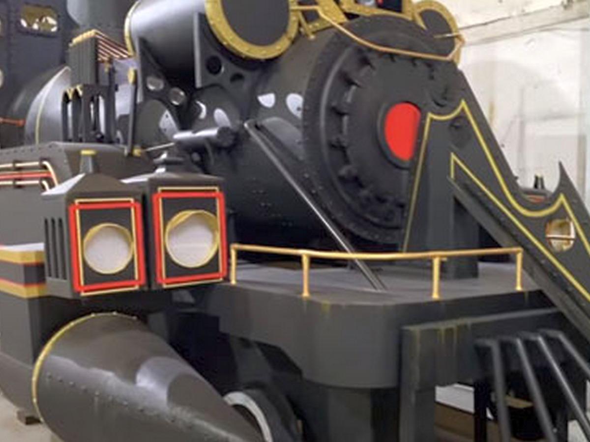 Фанат фильма «Назад в будущее» собрал копию паровоза для путешествий во времени