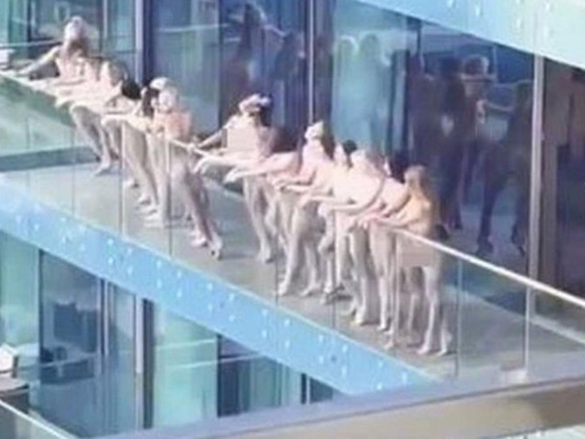 участницы голой фотосессии вДубае